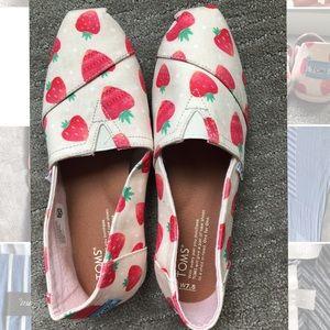 TOMS Birch Strawberries & Cream Strawberry Classic